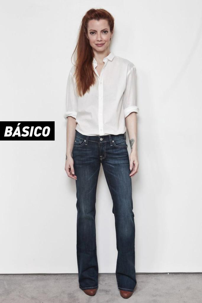 Camisa branca: gora, se você acordou atrasada para o trabalho e não dá tempo nem para tomar café direito, a dica é apostar sem medo na combinação: calça jeans + camisa branca. É clássico, elegante e nunca sai de moda. Vale combinar alguns acessórios também!