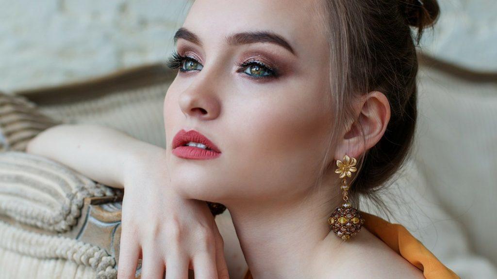 fazer a maquiagem - modelo