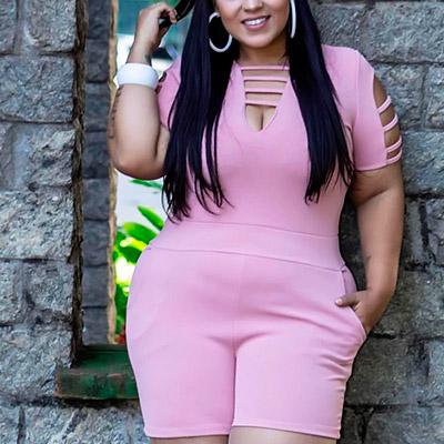 Macaquinho Plus Size Rosa com Recorte | Boutique Pimenta Espaço Plus Size