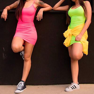 Vestido Canelado Modelo Neon | Thay Figuer