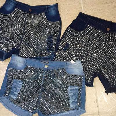 Short Jeans Plus Size com Tachas | Lili Elegância Plus