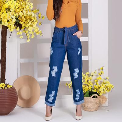 Calça mom jeans com cinto em tecido | Tony Modas